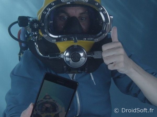 Xperia-Z3-underwater-unboxing-2-664x498