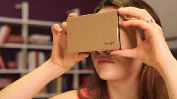 Cardboard-fille