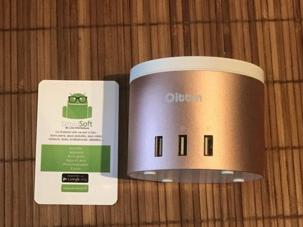 station de recharge Oittm avec 4 ports USB et socle Apple Watch