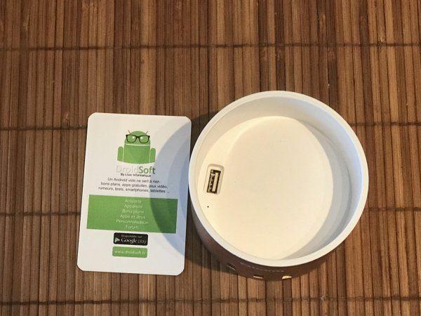 station de recharge Oittm avec 4 ports USB et socle Apple Watch