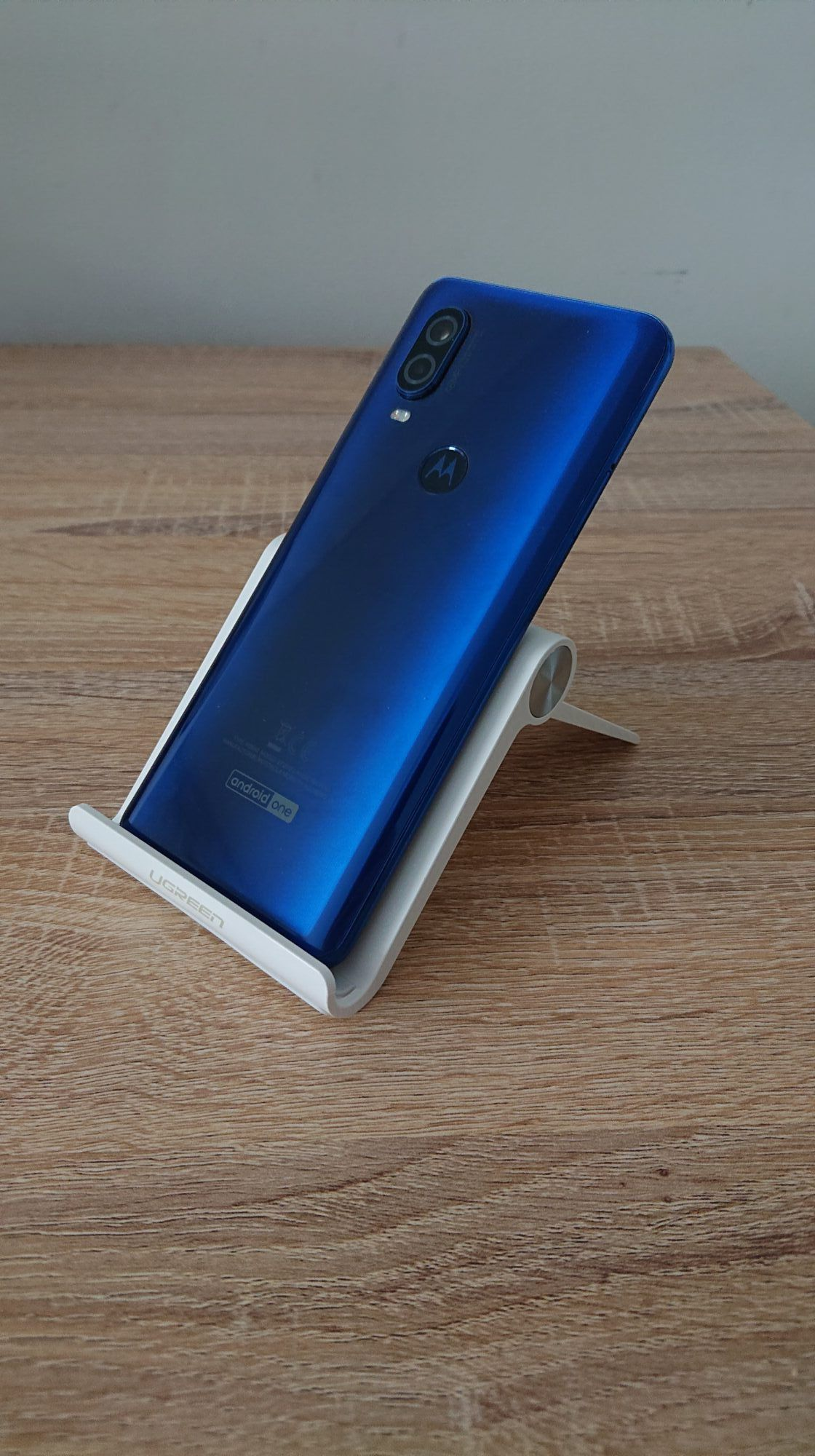 Motorola one vision smartphone test-Un design en verre face arrière