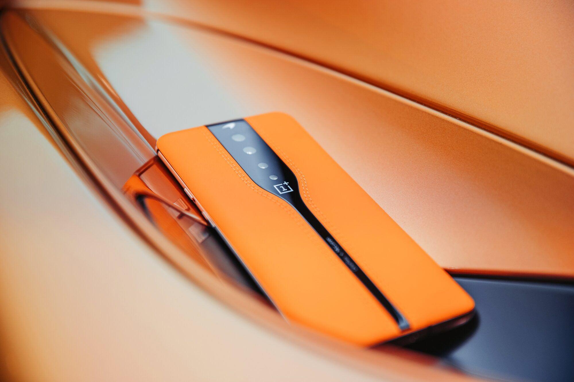 L'orange pour McClaren bien sur.