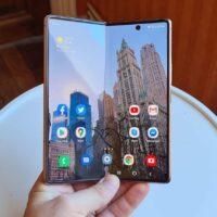 Galaxy Z Fold 3 : Samsung cacherait le capteur selfie sous l'écran pliable, ça se confirme