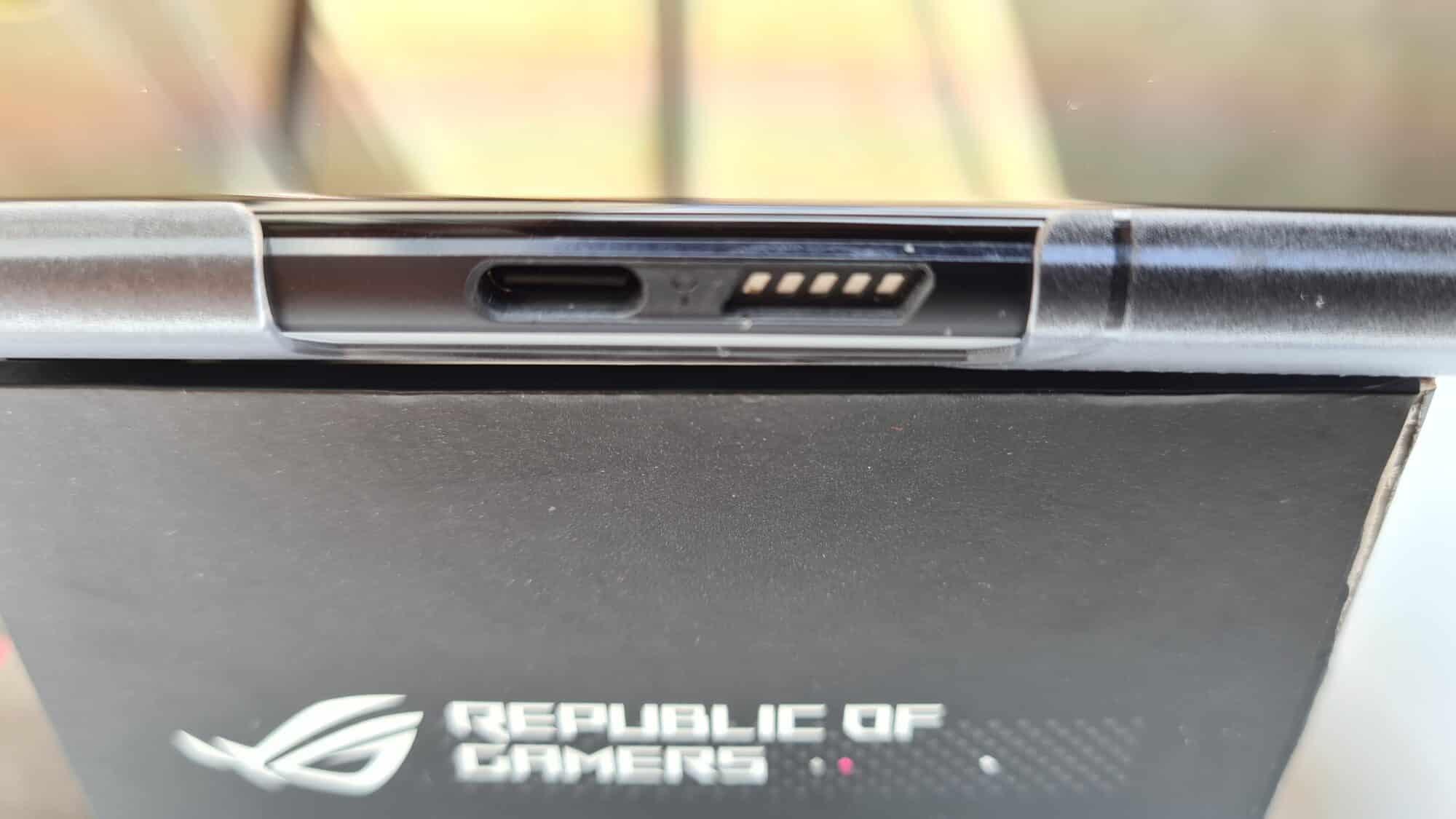 Rog Phone 5 - Connectique tranche latérale